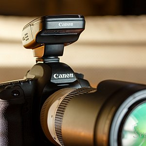 Canon ST-E3-RT mointed on a camera